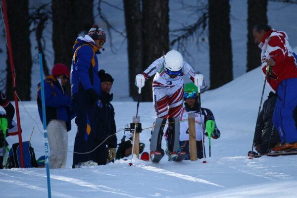 Gli Italiani Giovani di sci alpino sulle montagne olimpiche di Sestriere e Claviere